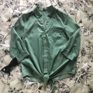 Green Diamond Print Button-Up With Tie